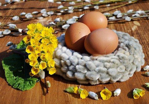 Ostern zu Hause beim Osterfrühstück